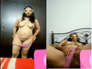 Today Exclusive- Horny Desi Milf Showing her Nude Body On Video Call