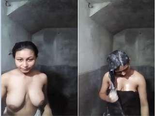 Today Exclusive-Sexy Desi Girl Bathing